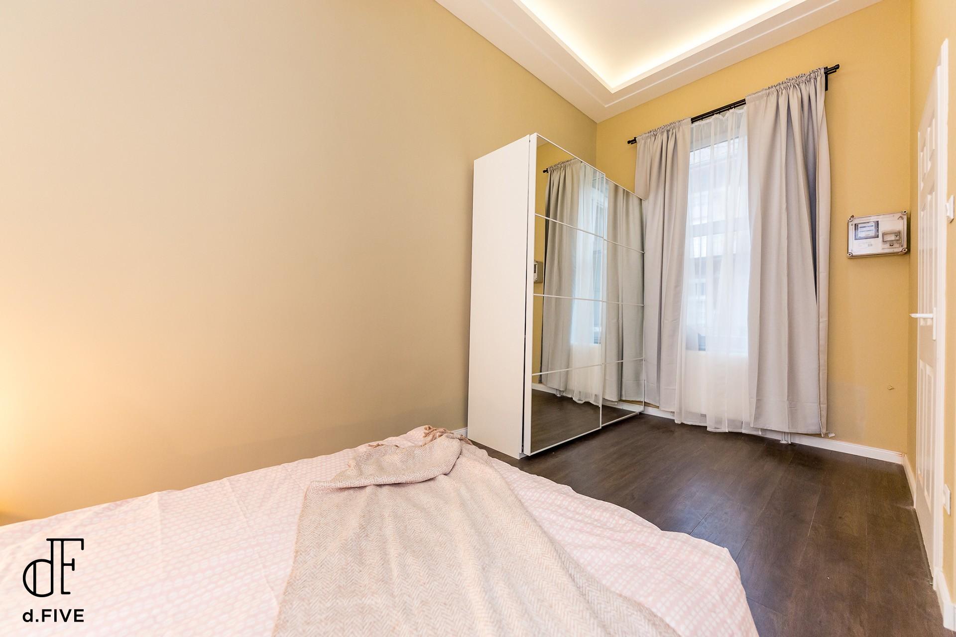 d.FIVE Gold Apartment