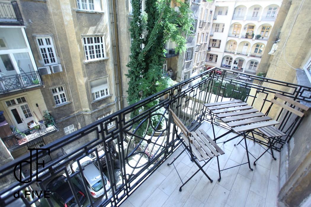 d.FIVE Heroe's square Expat Family apartment