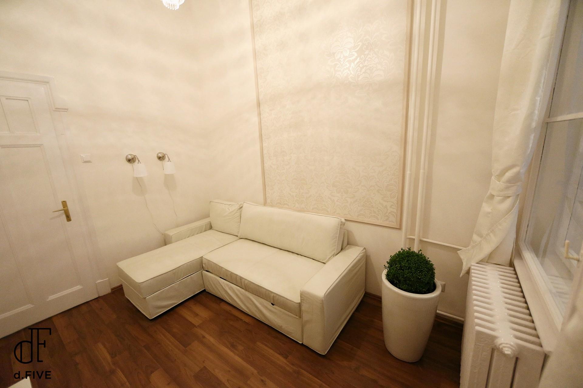 d.FIVE Fashion Street Luxury Apartment