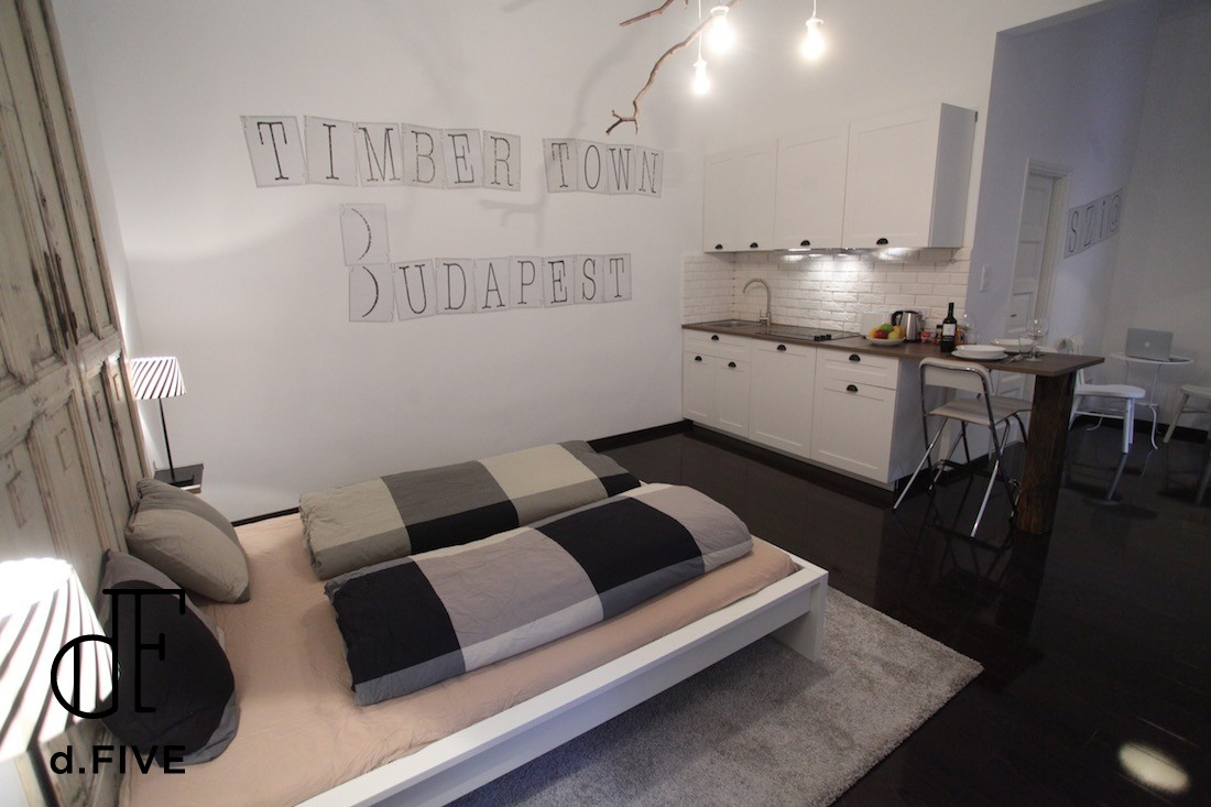 d.FIVE Timber Town Apartment B