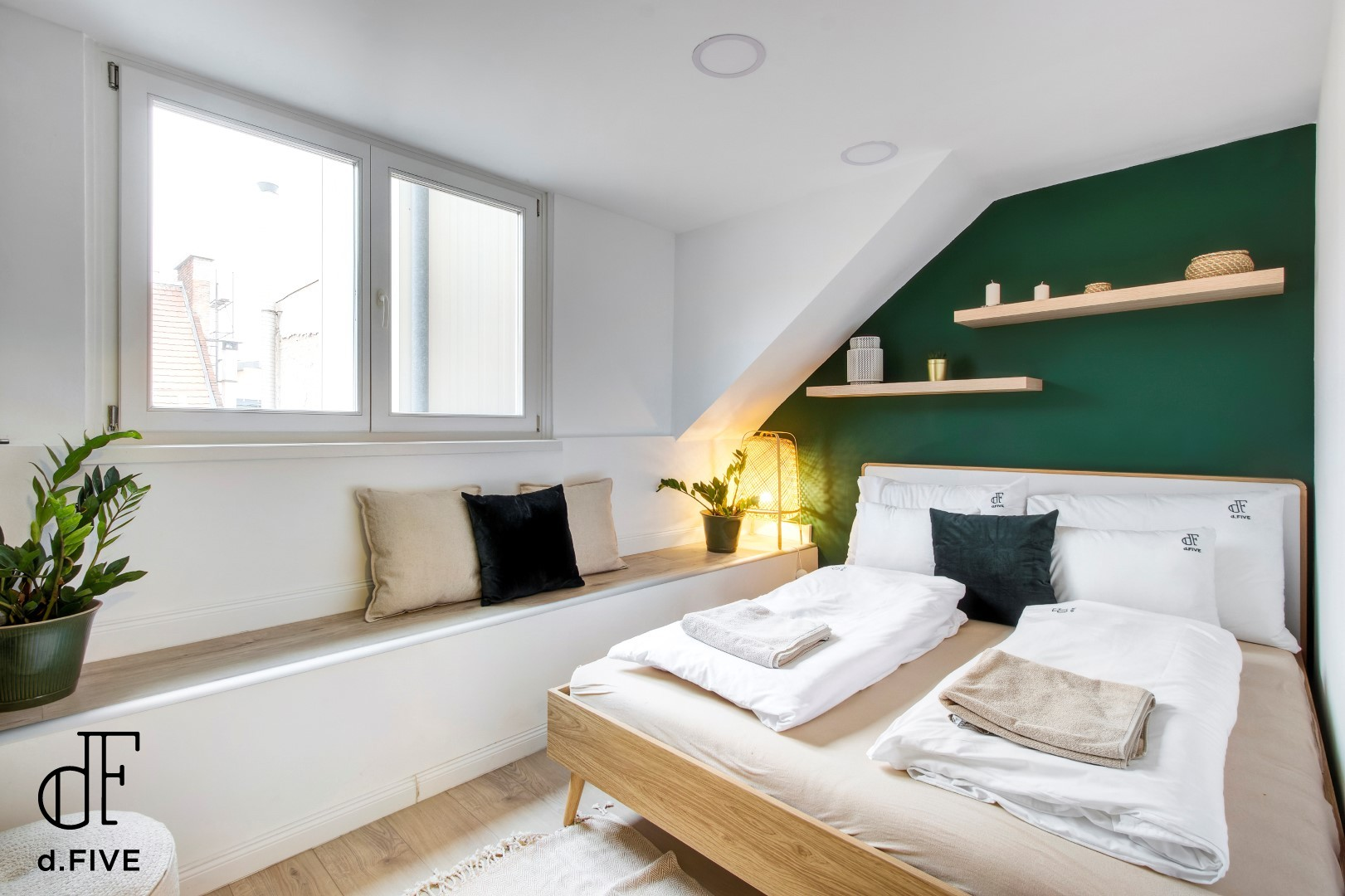 d.Five Green Island Apartment