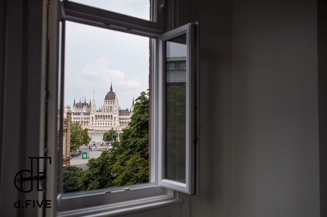 d.Five Luxury Home Apartment with Parliament View